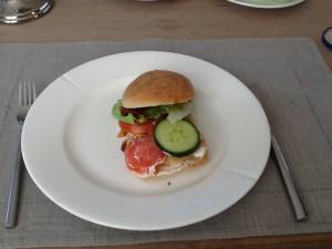 Kians burger med ciabattabolle, kylling og salat