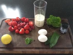Jordbær, hindbær, mynte, persille, basilikum, citron, æg, og fløde 👍
