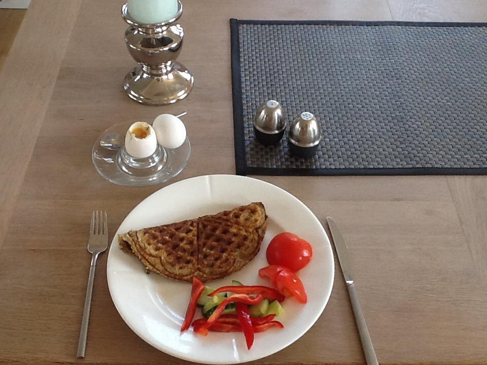 Lørdag morgen, alene ved bordet, men skønne lækkerier