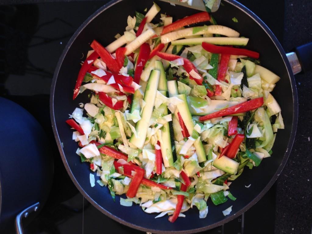 Spidskål, squash, rødpeber og chili