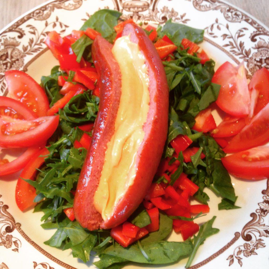 Frankfurter på salatbund