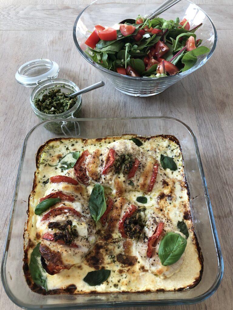 Kylling ala Linda med salat og hjemmelavet pesto
