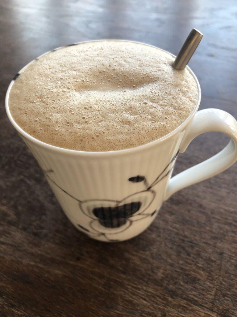 Hjemmelavet chai latté